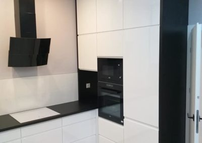 biało-czarny aneks kuchenny